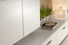 sole-particolare-impiallacciato-frassino-laccato-bianco-500x750